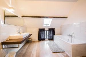 vakantiehuis te huur - badkamer met ligbad