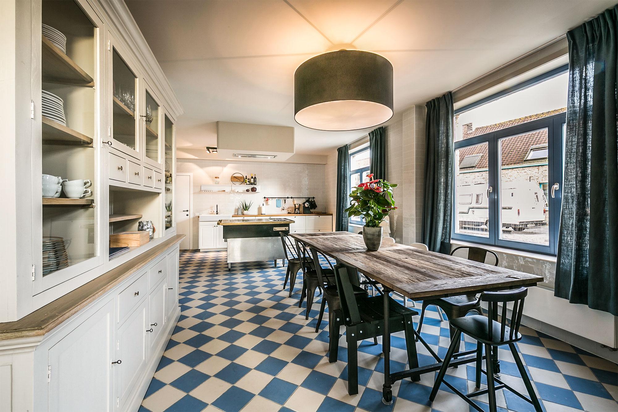 vakantiehuis te huur - volledig ingerichte keuken met bijkeuken